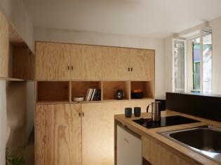Aménager un petit espace : Du mobilier contreplaqué sur-mesure pour organiser un studio