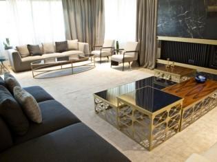 Mobilier design et matériaux nobles pour un double séjour luxueux