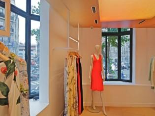 Jean Nouvel habille de chêne clair les boutiques Cacharel