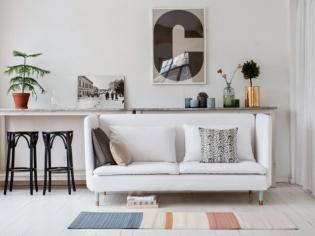 Petit espace : un mini canapé pour ne pas surcharger le salon