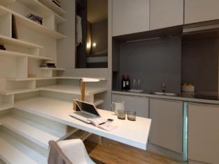 Un studio de 27m2 optimisé grâce à un bloc multifonction