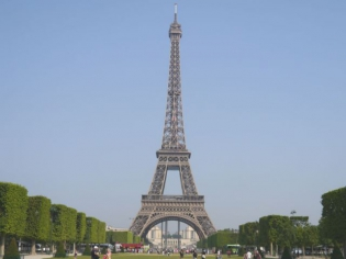 La Tour Eiffel bientôt protégée par des panneaux de verre ?