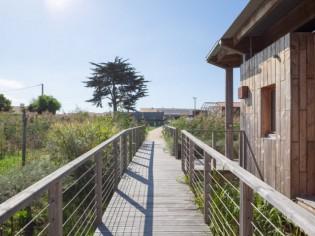 Des villas pontons d'inspiration scandinave au coeur de la Vendée