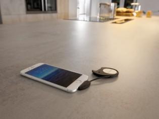 Cuisine : un plan de travail qui recharge les smartphones