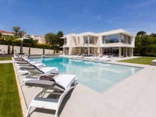 Jardin et terrasse de luxe pour une villa de la Côte d'Azur
