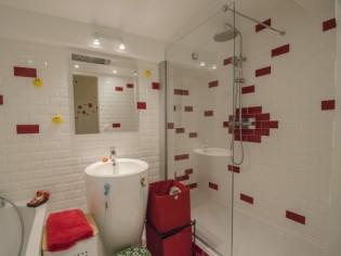 Une salle de bains ludique réservée aux enfants