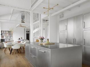Une cuisine inox pour un loft 100% indus'