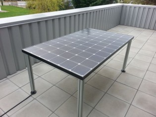 Une table de jardin solaire pour alimenter mon réfrigérateur