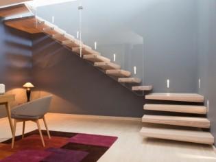 Un escalier contemporain qui flotte dans les airs