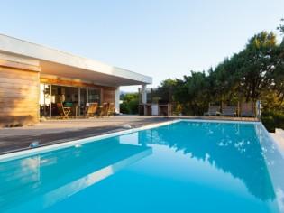 Faire construire sa piscine : 10 conseils à suivre