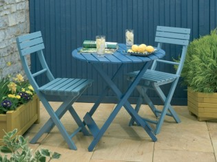Repeindre son mobilier de jardin : mode d'emploi