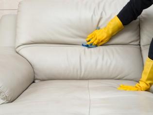 Nettoyer son canapé : conseils et astuces