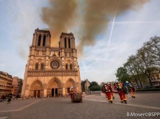 Incendie de Notre-Dame : les images impressionnantes des pompiers de Paris