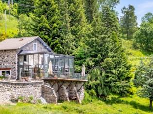 Véranda sur 2 niveaux pour une maison sur la colline