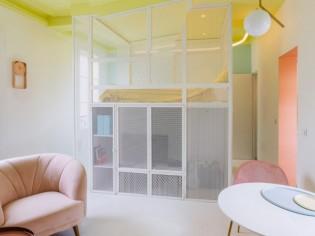 Un 31 m2 astucieusement réorganisé autour d'un cube multifonction