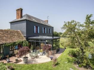 Une demeure normande sublimée par une élégante véranda