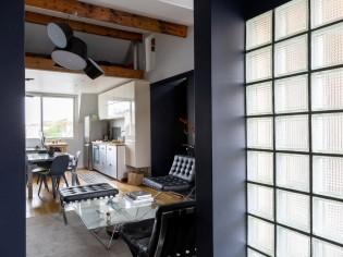 Cet appartement aménage ses combles et gagne volume et lumière