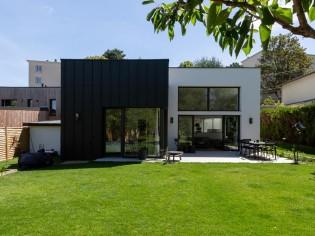 Un pavillon miniature transformé en spacieuse maison familiale