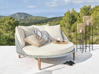 Tendance : du mobilier de jardin XXL pour se détendre seul ou à deux