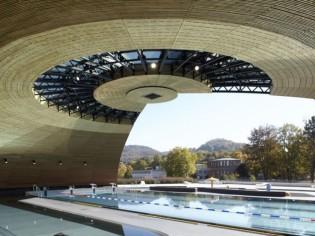 Une piscine Tournesol se modernise et s'ouvre sur le paysage jurassien