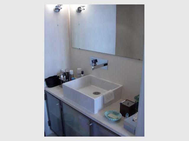 Ambiance pure et minimaliste - salle de bains