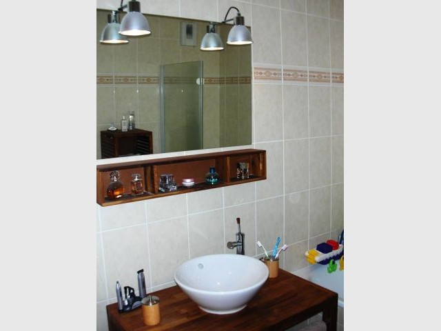 Une salle de bains en teck