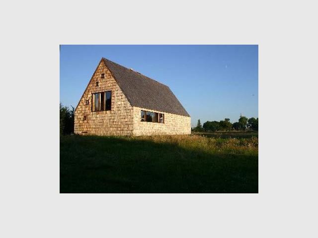 maison dans un champs angers 2006