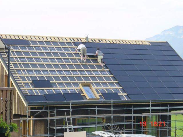 Pose du toit - Maison zero énergie Cythélia