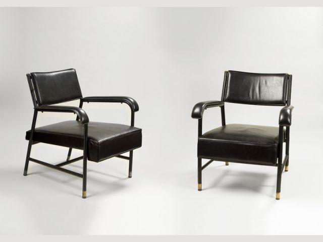 Paire de fauteuils en cuir noir de Jacques Quinet