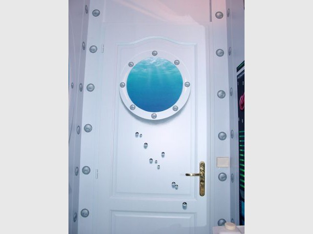 Porte avec hublot - WC décorés - sous-marin