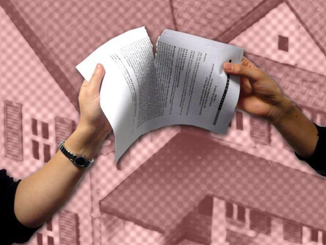 mains séparation divorce papier déchiré
