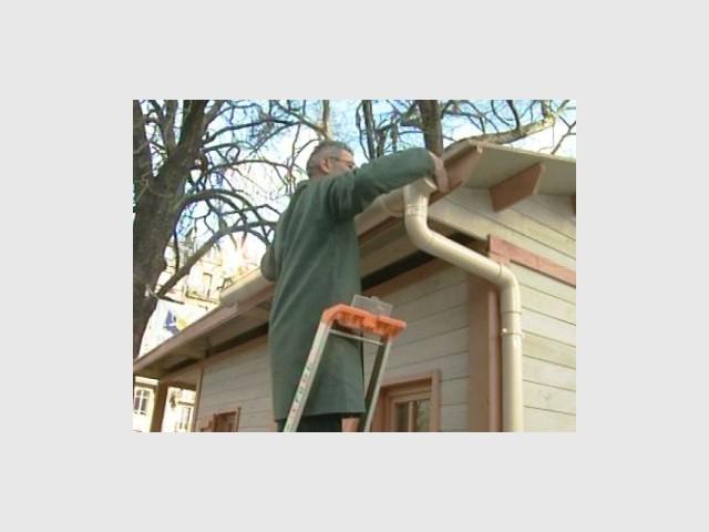 Construction du toit 4/4 - Emmaus maisons bois