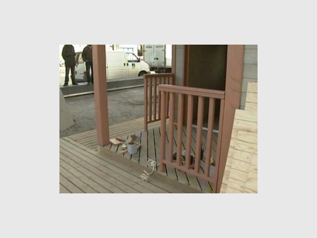 Pérron de l'entrée - Emmaus maisons bois