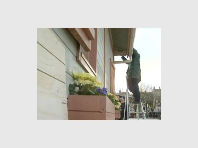 Façade fleurie - Emmaus maisons bois