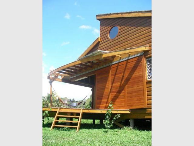 Poteaux bois inclinés - Maison bois Guadeloupe - Laurent Darviot