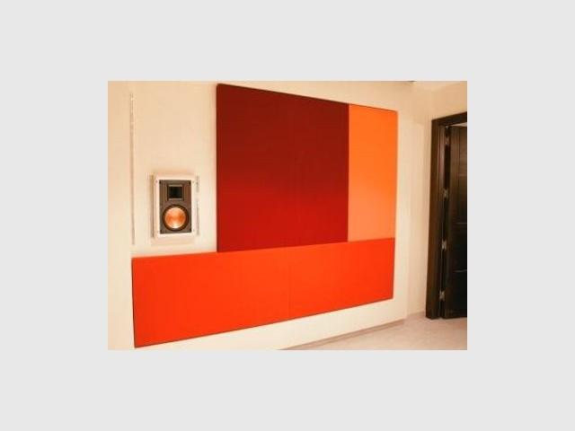 Haut-parleur intégré dans le mur - reportage Home Cinema - Abso
