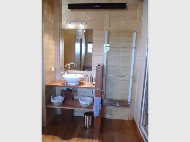 Salle de bain à l'étage - reportage piscine intérieure - Christelle Brosset - Provins