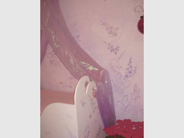 Voilages autour du lit 1/2 - reportage - chambre d'enfant - Fée d'Hiver