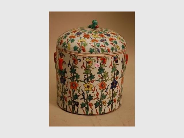 Pot en porcelaine - Vente aux enchères Philippe Noiret -  Rémy Founié