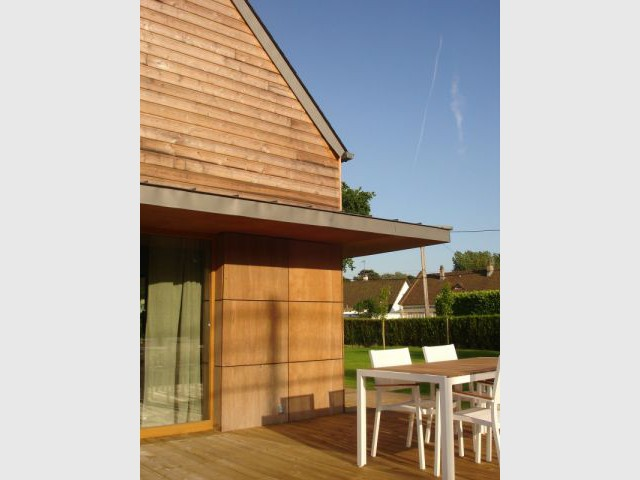 Larges débords de toiture 2/3 - reportage maison passive - Bruno Ridel