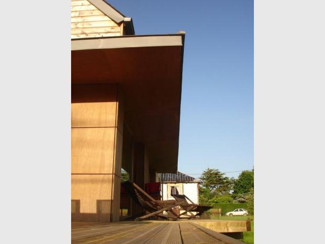 Larges débords de toiture 3/3 - reportage maison passive - Bruno Ridel