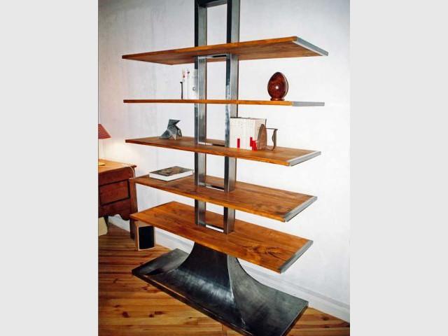 Bibliothèque en acier et merisier