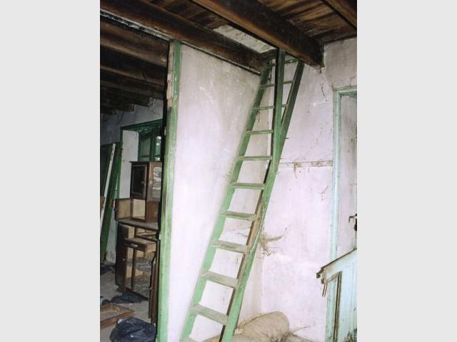 Escalier avant travaux - Reportage maison Bretagne - Morbihan - Rénovation