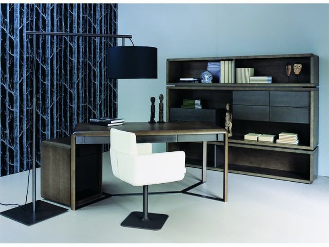 au travail. Black Bedroom Furniture Sets. Home Design Ideas