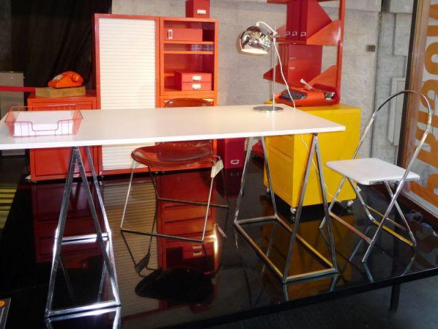 Au bureau - Expo Prisunic et le design - VIA