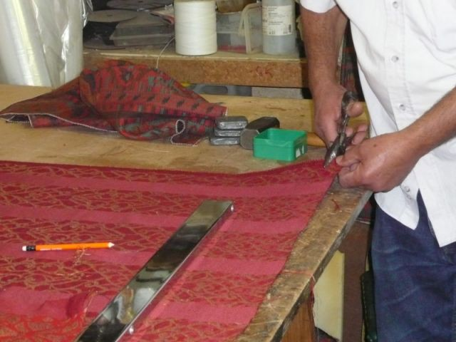 Découpe du tissu - Tapisserie - reportage - meubles