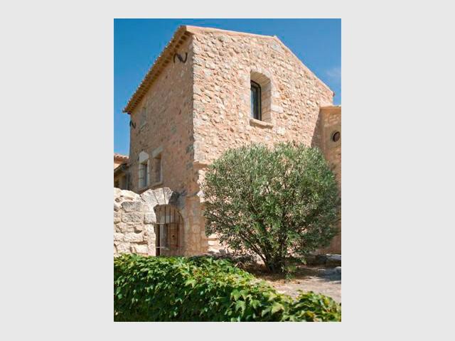 Murs de pierres restaurés - Domaine la Coquillade