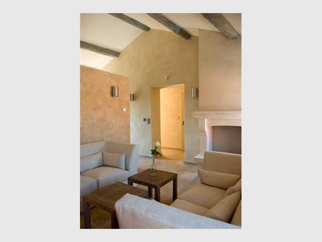 Salon d'une suite - Domaine la Coquillade