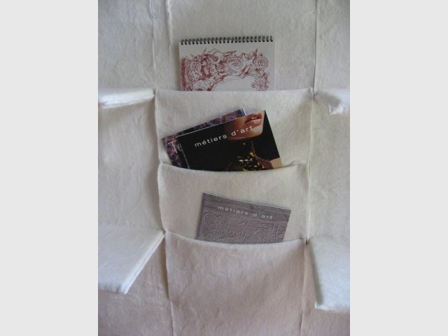 Porte revues du mur - Thea de Lange Création textile