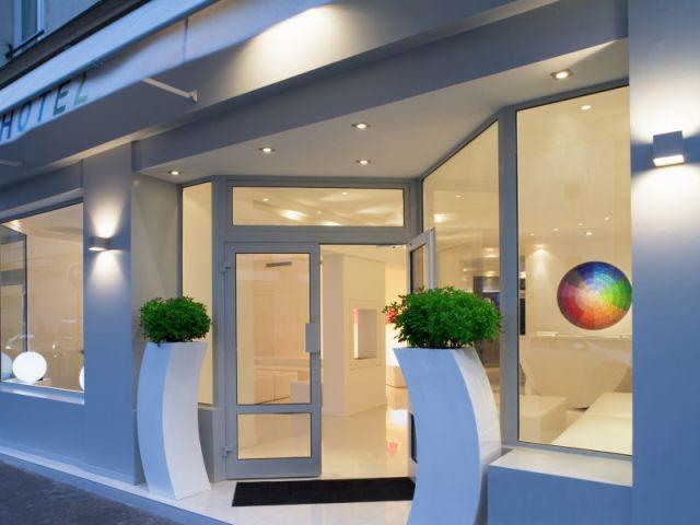 1 arc en ciel au coeur de paris for Color design hotel paris